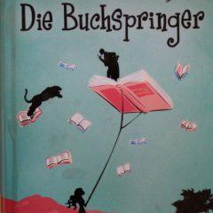 Amy hat die Fähigkeit in Bücher zu reisen und kann die Geschichten beeinflussen. Bald findet sie Freunde in der Buchwelt...
